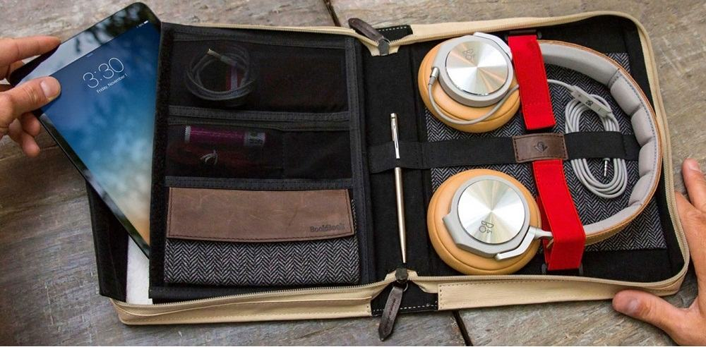 Smartphone Accessories for Travelling and Outdoor Life