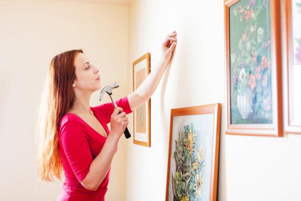 Hang cheap art work