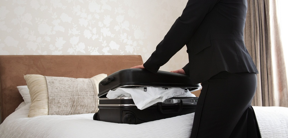 How-to-Avoid-Bedbugs-while-Traveling-in-Hotel-Rooms