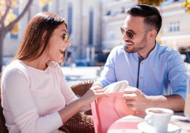 Signs You're Dating Someone Who is After Your Money