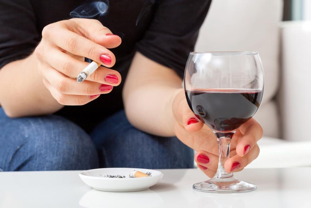 Hair-Transplant-smoking-and-alcohol-damage